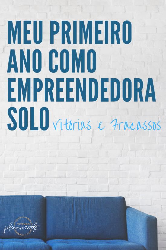 um sofá azul com a frase Meu Primeiro Ano Como Empreendedora